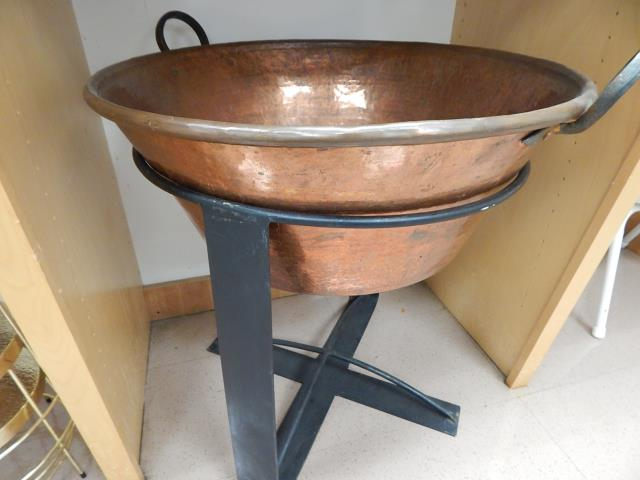 Where to find COPPER ICE TUB W STAND in Hagerstown